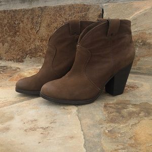 "VINCE CAMUTO ""Hillsy"" BOOTS"